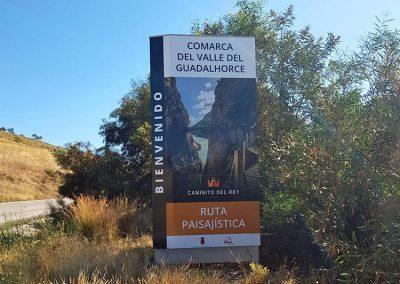 Tótem en la carretera de Pizarra y Álora al Chorro