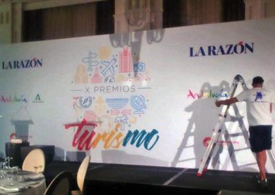 Fondo de escenario de los X Premios al Turismo del Diario La Razón