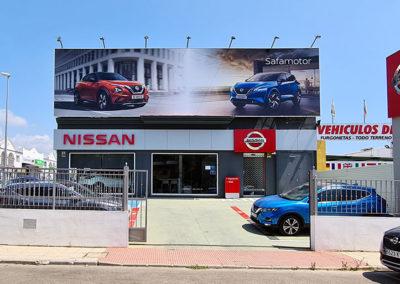 Nueva rotulación en fachada de Nissan en Vélez-Málaga