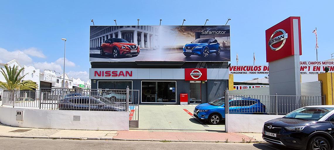 Vinilado fachada de concesionario Nissan en Vélez-Málaga
